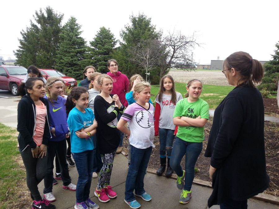 Girl Scout Troop 10307 helping W. C. Humane Society