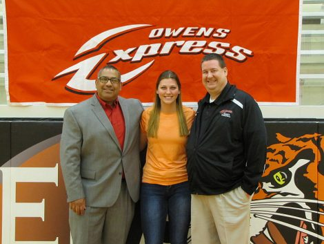 OliviaFrostSigning with Coach Llanas andCoach Perry