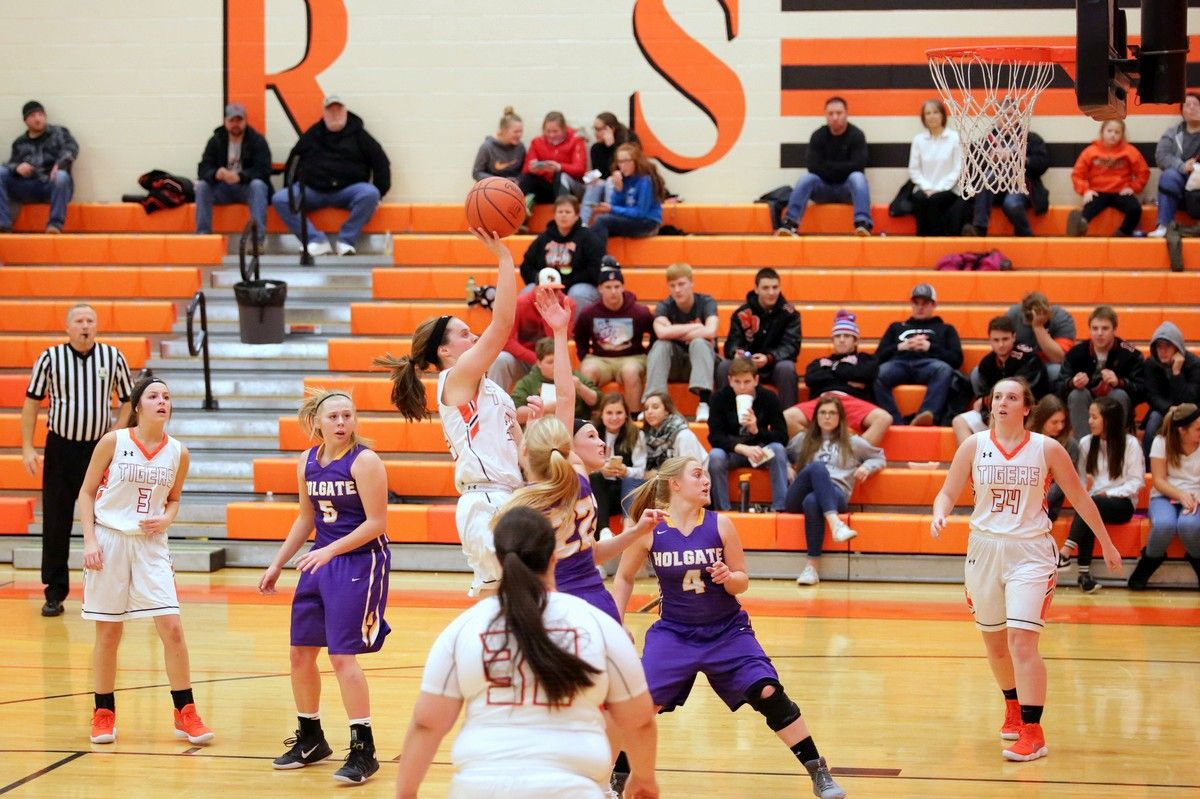 Fotos Added > Lady Tigers Beat Holgate