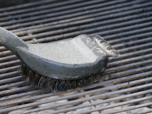 Chowline: BBQ Safely– Be Careful with Steel Grill Brushes