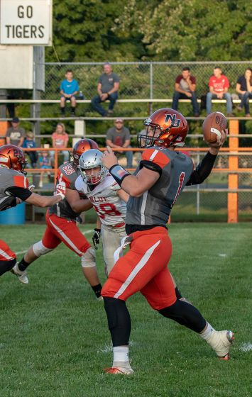 FOTOS ADDED – Tiger Football Powers Past Wildcats