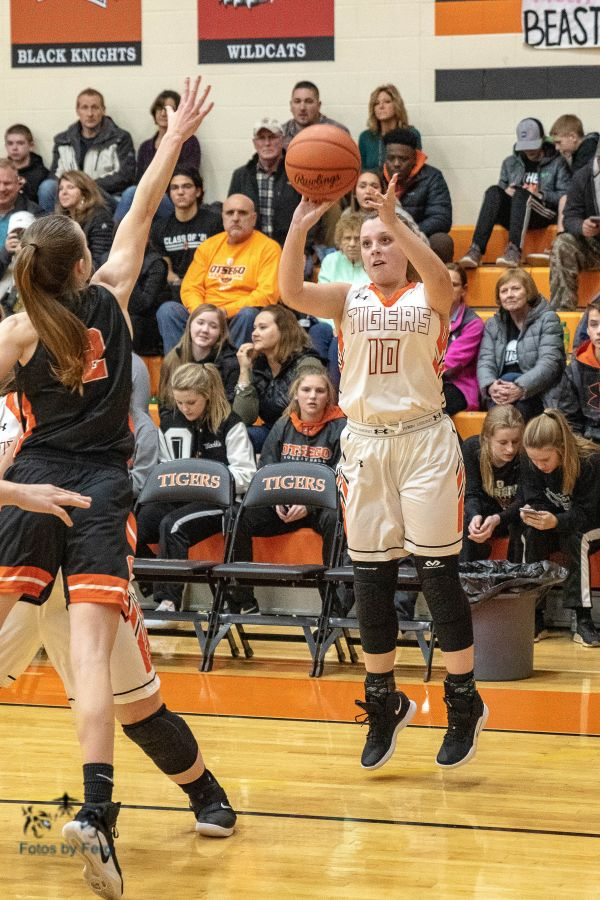 Lady Tigers vs Otsego Foto Gallery