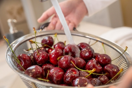 How to preserve fresh sweet cherries for healthy snacking all year